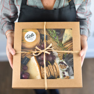 caja de picoteo de quesos artesanos